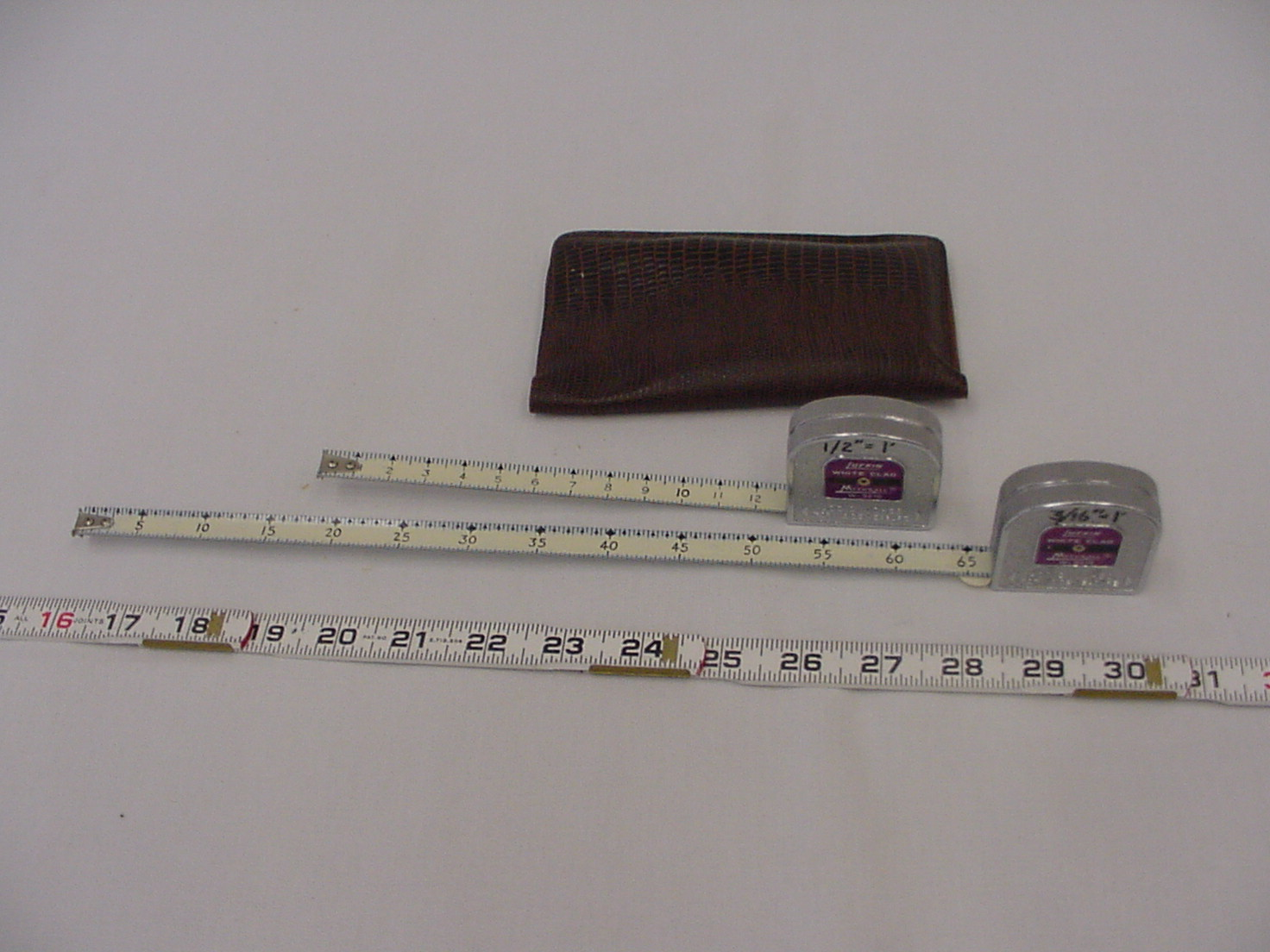 measuring tape and leather case 2.jpg