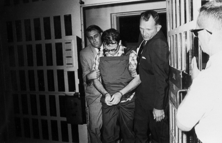 03James Earl Ray being brought into jail 03.jpg