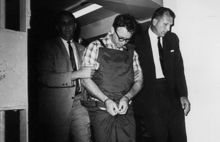 04James Earl Ray being brought into jail 04.jpg