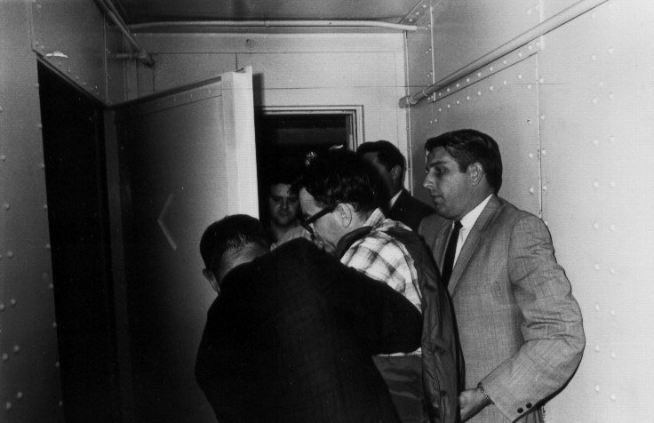 08James Earl Ray being brought into jail 08.jpg