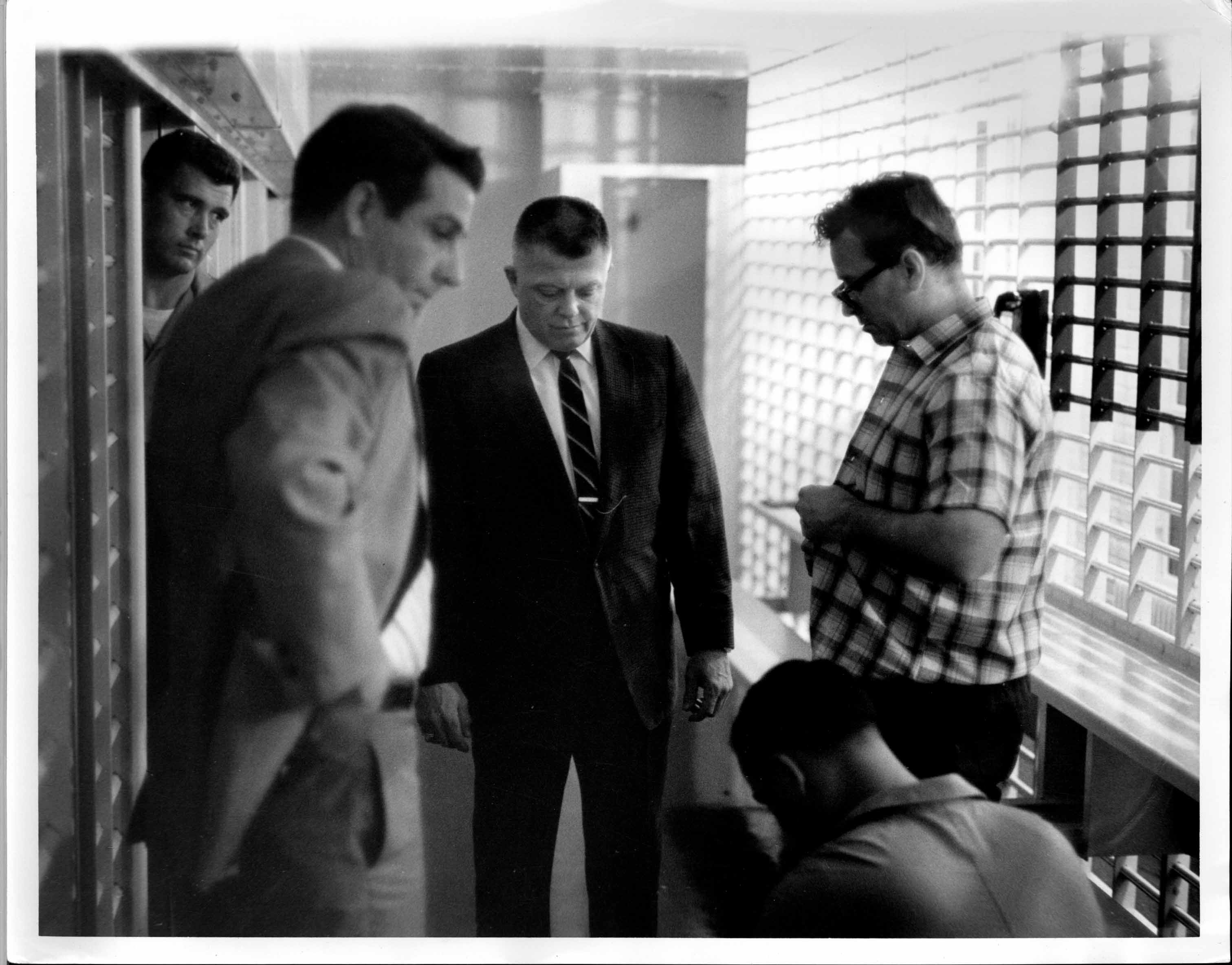 11James Earl Ray being searched 01.jpg