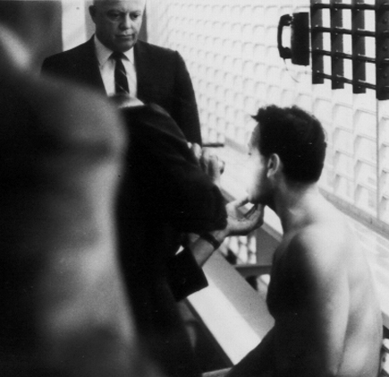 17James Earl Ray being searched 07.jpg