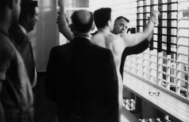 18James Earl Ray being searched 08.jpg