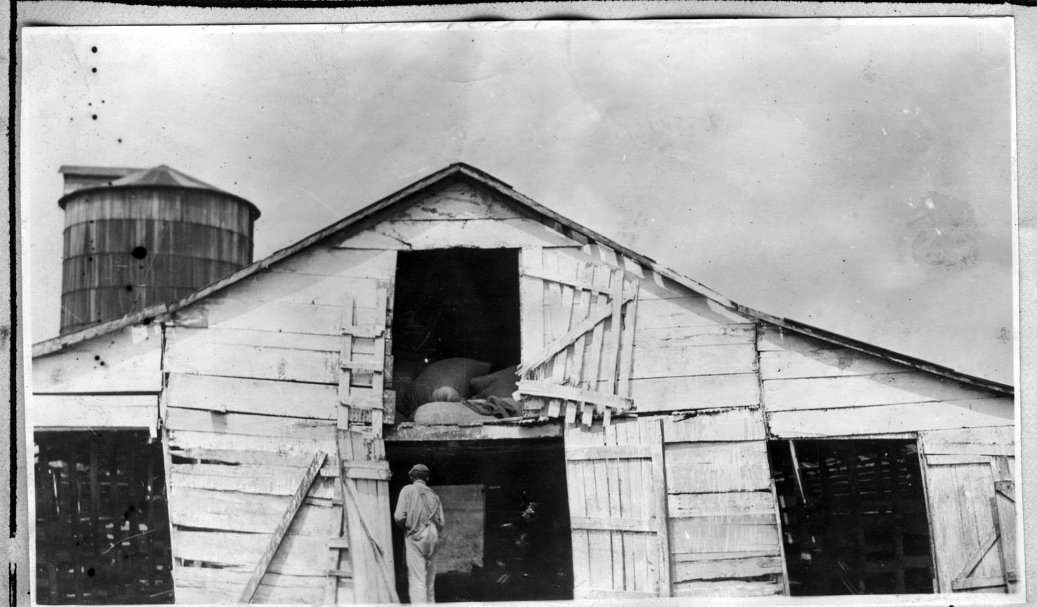 011~W. L. Pinkston Barn Aug 1920.jpg