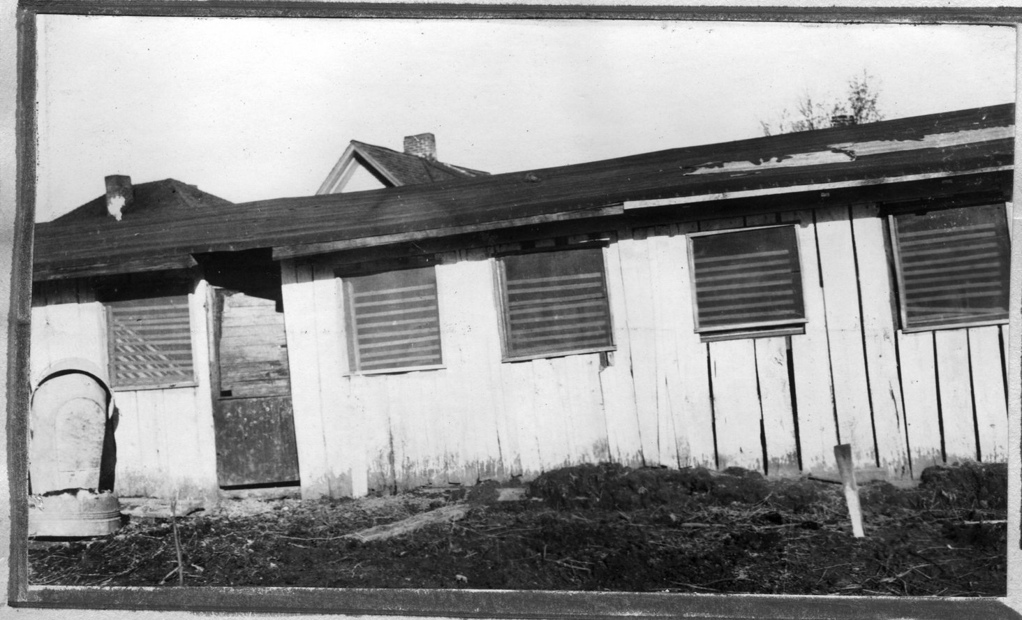 090~Walter Flowers Barn Apr 1921.jpg