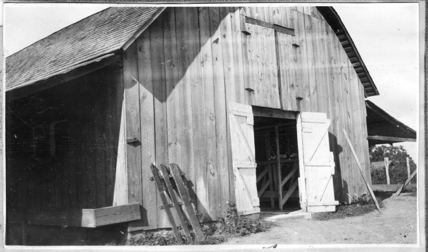 142~Williamson Bros. Barn Aug 1920.jpg