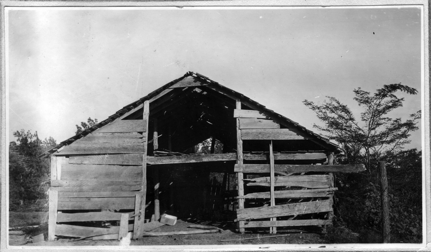 186~Walter Lowe Barn Aug 1920.jpg